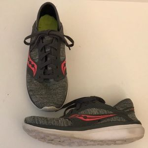 Women's Saucony Kineta Relay Running Shoes 9